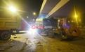 杭州1路口两车相撞一对父子遇难 其中一辆车闯红灯