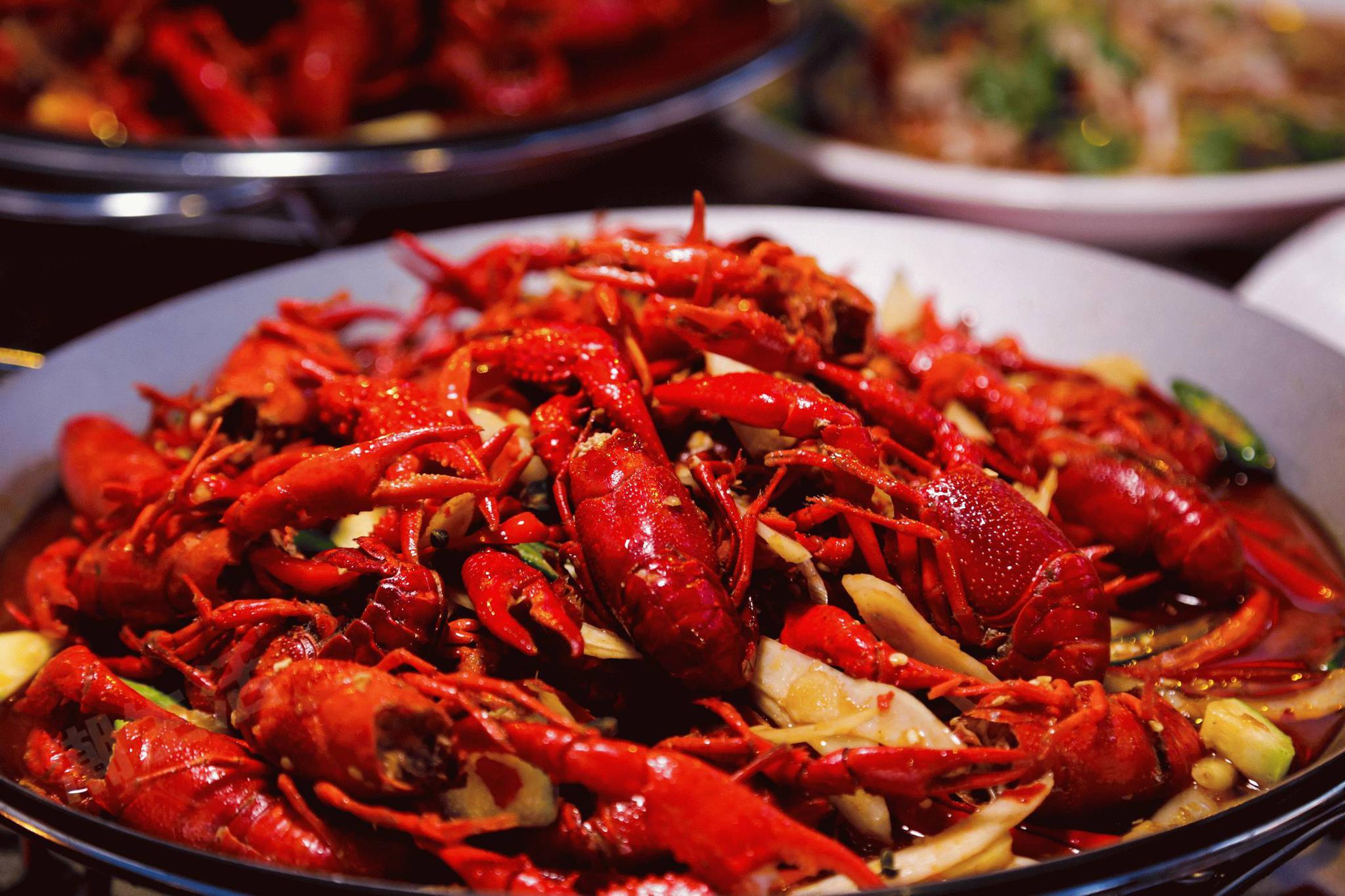 杭州1女子抱侥幸心理吃小龙虾 结果过敏性休克进急诊