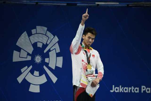 浙江小伙徐嘉余摘得100米仰泳金牌 还平了亚运会纪录