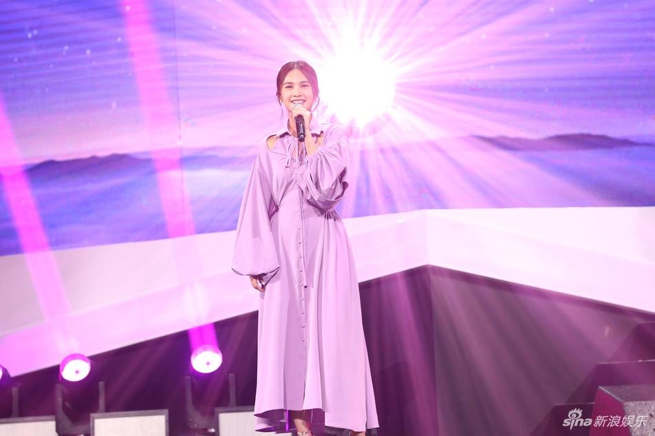 2018亚洲新歌榜现场 杨丞琳粉裙美似从光里走出天使