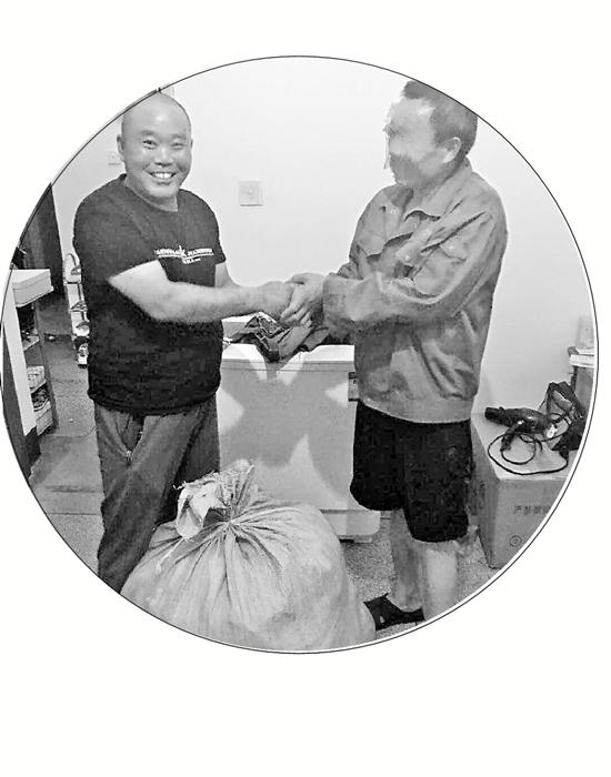 杭州快递员丢价值12万包裹要轻生 民警苦寻三天找回