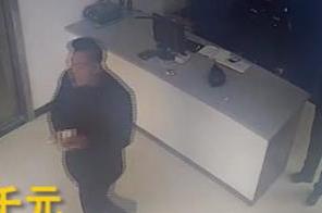 台州1男子丢了钱来报案 正好遇到捡到钱来找失主的人