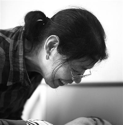 独生子出警成了植物人 杭州妈妈18年生活让人泪目