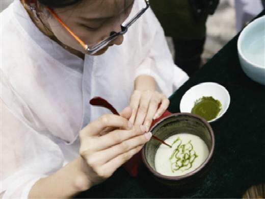 """8万户茶农共享一块茶品牌 """"千岛湖茶""""四个字价值14.84亿"""