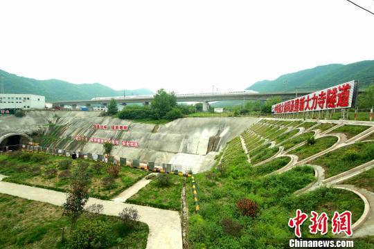 商合杭高铁大力寺隧道外观绿化。 张柏青/摄