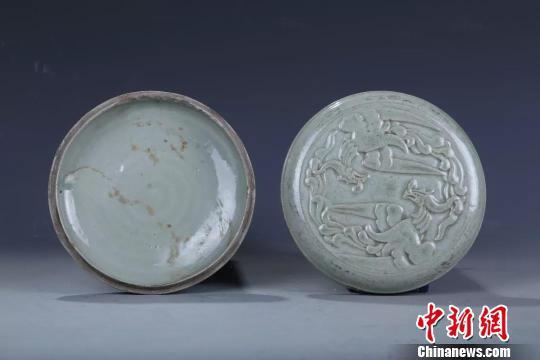 图为:北宋双凤纹青瓷粉盒 黄岩区委宣传部提供