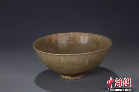 图为:北宋青瓷刻划花碗 黄岩区委宣传部提供