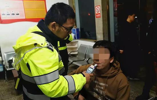 浙江一男子丢手机着急报案 醉驾冲进派出所被抓