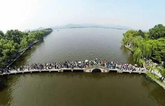 春节长假首日杭州共接待游客近9万人 去年同期71.5万人