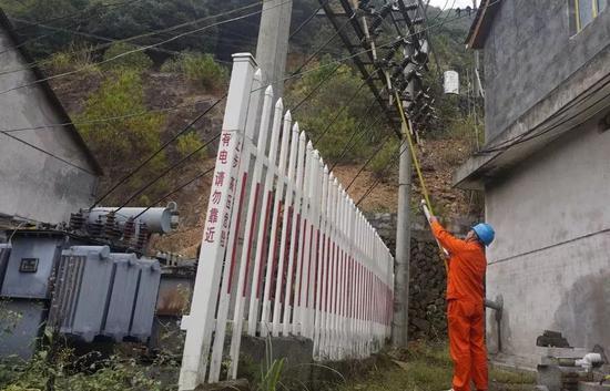 |工作人员切断发电机及变压器电路|
