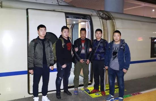 专案组抵达杭州东站