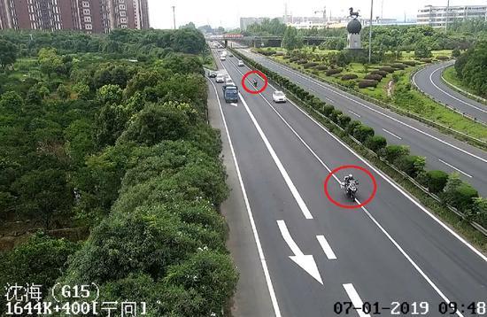 图为:摩托发烧友组团闯高速 台州高速交警供图