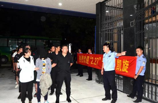 温岭公安重拳出击捣毁一套路贷犯罪团伙抓获20人