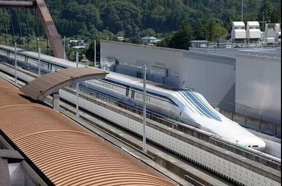 日本低温超导磁悬浮列车,曾创下时速603公里的世界纪录。