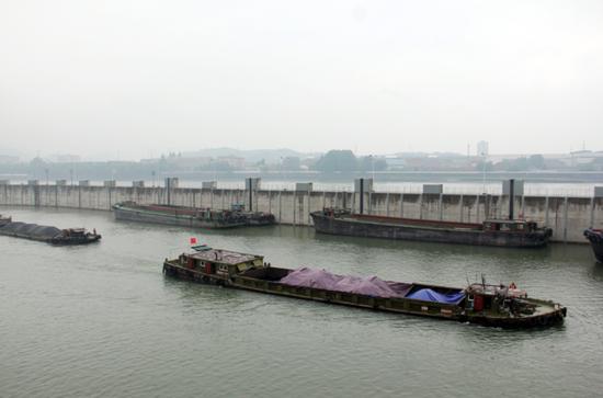 富春江船闸是复兴钱塘江中上游水运的重要工程 徐军勇 摄