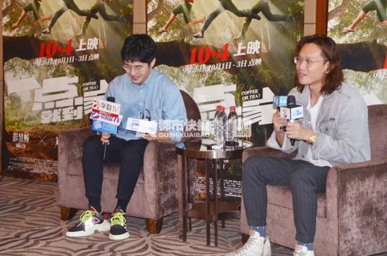 刘昊然(左)和导演许宏宇(右)