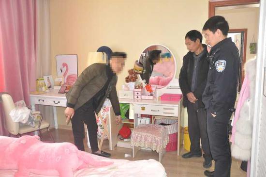 温州1男子假冒富豪被女友揭穿 偷对方金器:她太物质