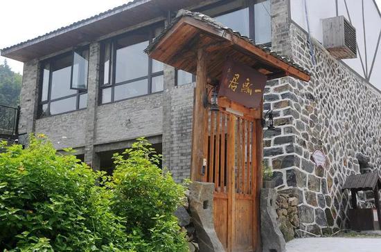建筑外立面保持古居原有的石,木结构,内部空间布局及装饰均融入瓯文化