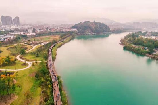 图为:穿越神仙居,纵情山水间。浙江省仙居县委宣传部供图