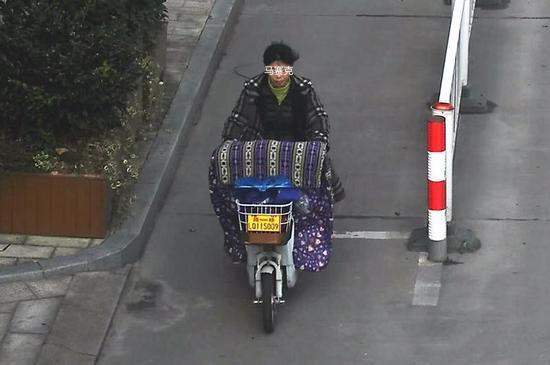 图为:台州启动电动车交通违法抓拍。何蒋勇摄