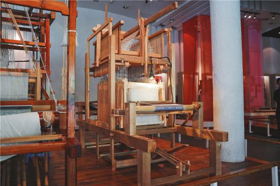成都老官山汉墓出土的西汉提花机模型