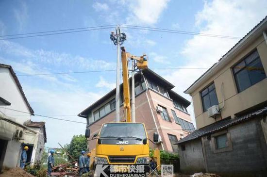 杭鸬鸟百丈径山区域暴雨突发山洪 受损电力设备抢修完毕