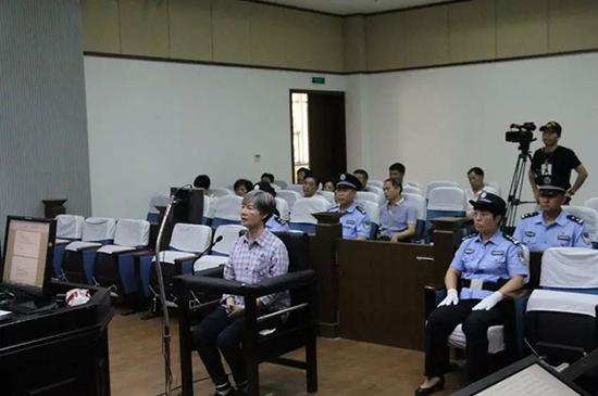 衢州市人大常委会原副主任诸葛慧艳一审被控受贿550万