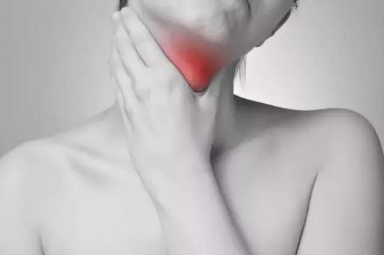 杭州1病人吃鱼后脖子现巨大脓肿 原因鱼刺卡喉引感染