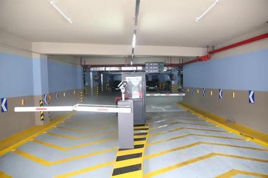 智能停车库入口