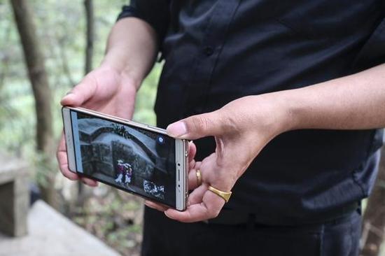 不少客户要求视频连线。本人供图