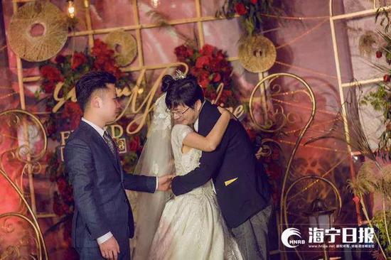 婚礼上的两位医生 都是她最特别的人