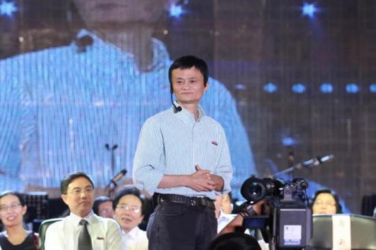 网友叫他马爸爸,但马云喜欢大家叫他马老师。