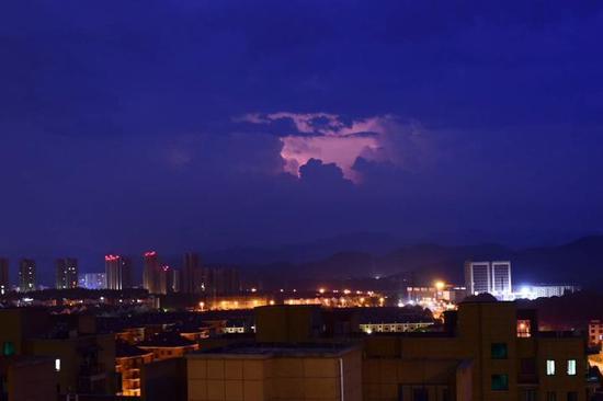 《雷雨夜》林卫东摄于武义