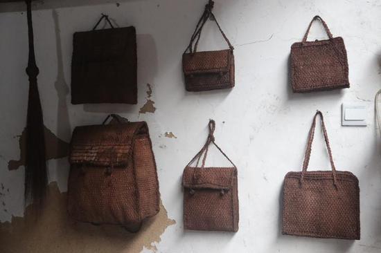 店里挂的棕丝包