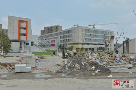 杭州一小学开学在即仍在装修