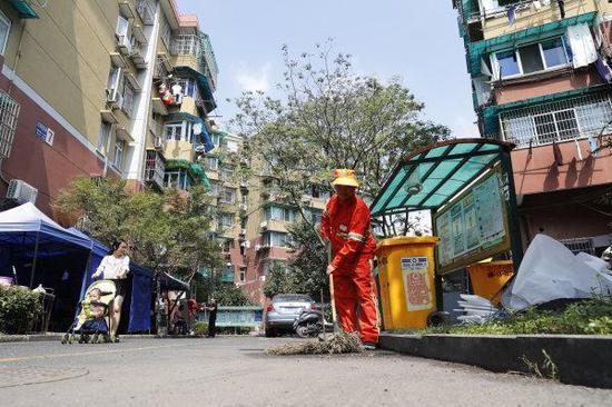 环卫工人在忙碌。记者 于诗奇 杨晓轩 摄