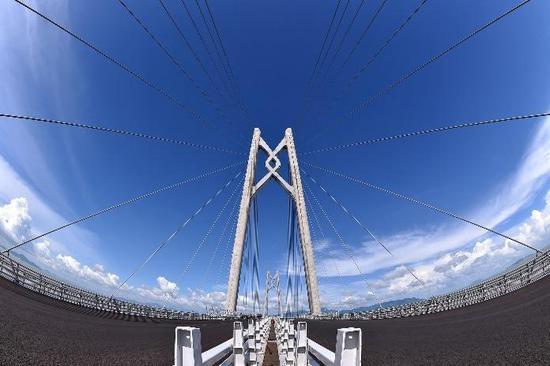 """打造""""数字化大桥"""""""