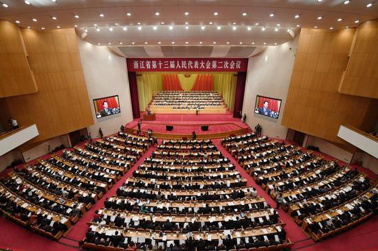 浙江省第十三届人民代表大会第二次会议开幕。 王刚 摄