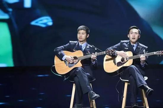 杭州两位民警一首歌唱哭朋友圈 连看三遍泪崩三次