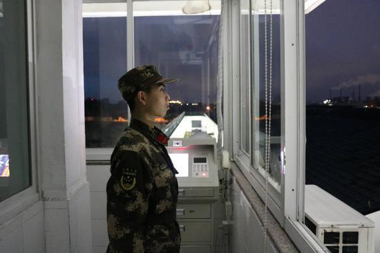 图为哨兵站岗。武警浙江省总队绍兴支队嵊州中队供图