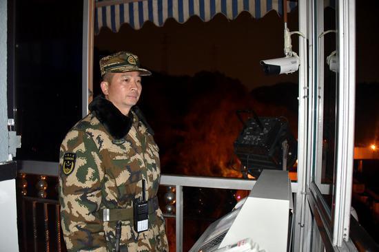 武警温州支队支队长叶峰身先士卒为官兵站跨年哨 温州武警供图