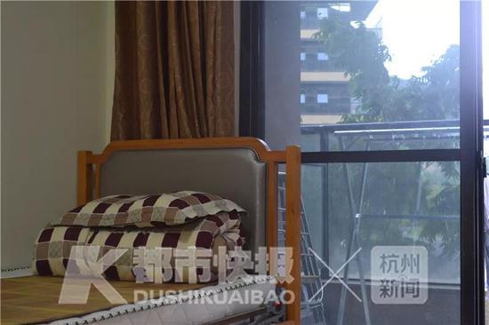 2018年,杨云海等14位年轻人通过面试,住进了养老院。