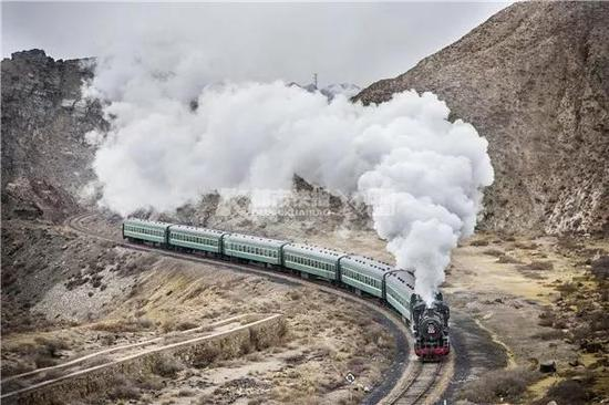 2015年,甘肃白银的蒸汽机车。