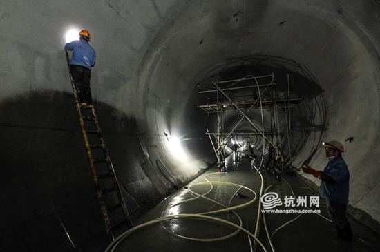 """""""二衬""""完成后,隧洞的样子。"""