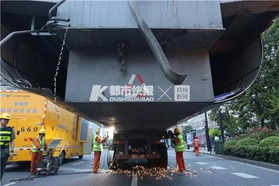 杭州一天桥撞塌