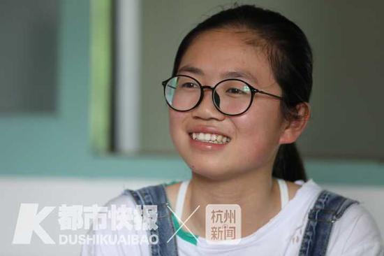 王琦是个爱笑的姑娘  摄影丨 徐美儿