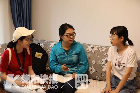 记者采访余洁 摄影 丨 徐美儿