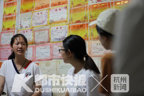 记者采访丽楠 摄影 | 徐美儿