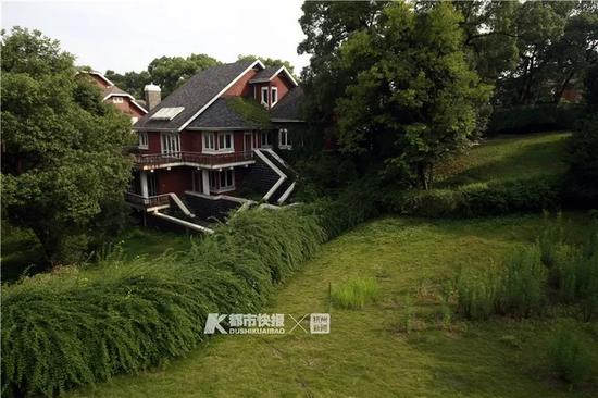 1996年开始开发的九溪玫瑰园,曾入围全国十大豪宅,为绿城房产打响了行业标杆的名号。本报资料照片 记者 韩丹 摄