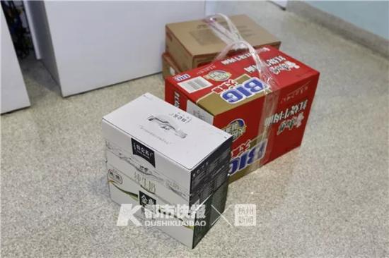 树兰医院准备了一些生活用品、食品等物品。首席记者 陈中秋 摄